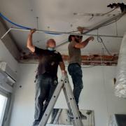 Dépose des porteurs des anciens faux-plafonds.