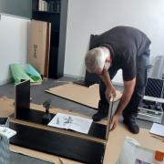 Assemblage du nouveau mobilier.