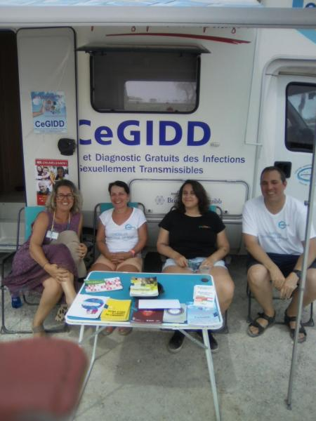 L'équipe du CeGIDD en extérieur